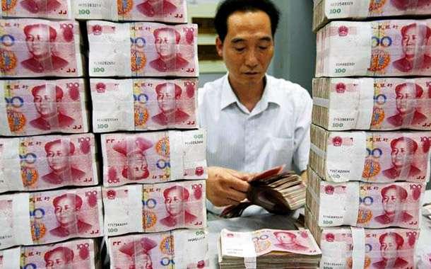 Китай запретил торговать юанем
